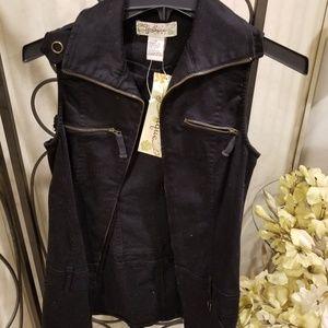 Younique black zippered vest size medium